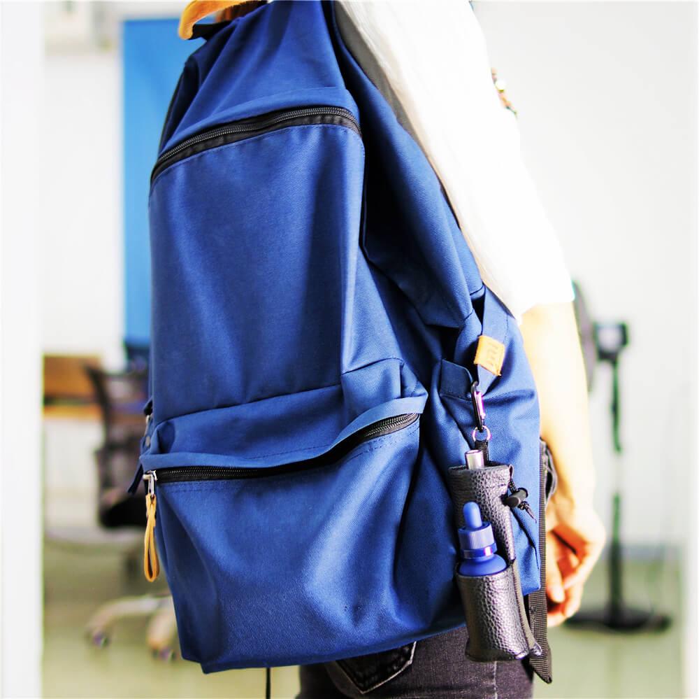 Housse de transport cigarette électronique attachée au sac à dos avec mousqueton – Cuir noir